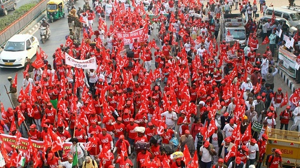 Kisan Mukthi Rally : Thousands March To Parliament