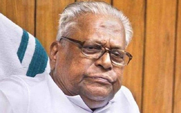V S Achuthanandan resigned from Administrative Reform Commission chief's post