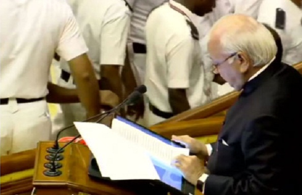 Kerala Governor Arif Mohammad Khan reads out anti-CAA para in assembly