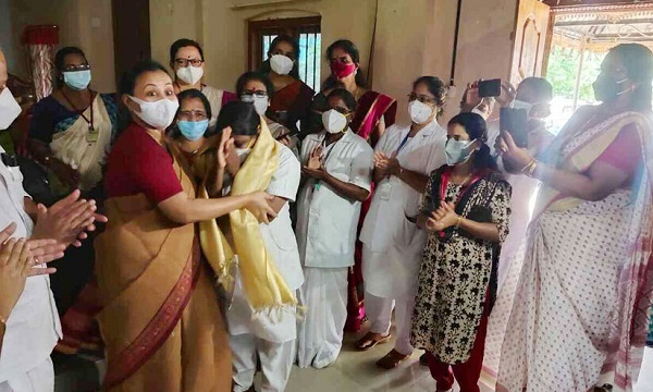 Vaccine shots to 893 people in seven and a half hours, minister honours Pushpalatha