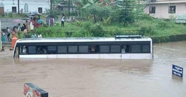 Driver suspended for driving KSRTC bus through flooded area in Poonjar